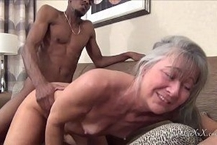 Black guy getting his dick in the pussy of the mature xxvideeo