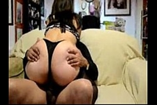 Chilena hot and rabuda sitting in the dick