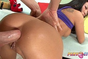 Getting in the ass of the very naughty hottie