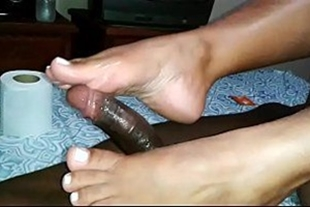 Hot brunette playing with her feet xvideos footjob