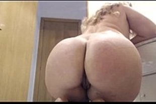 Hot chubby showing off her ass