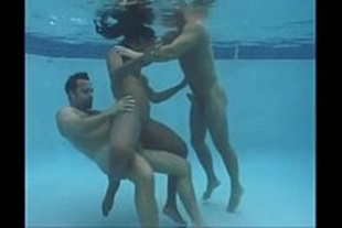 Hot mulata fucking inside the pool with two