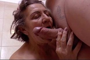 Man fucking old woman who was very wet