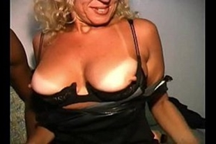 Porn video of hot mature women fucking the pussy