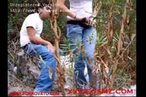 Porno Gratis Novinhas Giving In The Bush